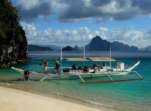 Une bangka, le bateau traditionnel Philippin.